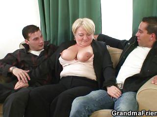 Порно старушек с молодыми